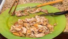 5 Deboned приправленных бедренных костей цыпленка сваренных и стоковая фотография