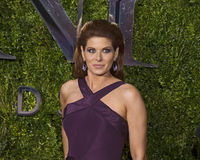 Debra Messing Arrives em Tony Awards 2015 Imagem de Stock