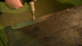Deburring ένα μέρος μετάλλων απόθεμα βίντεο