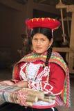 27 Dec 2015, Cusco: Niet geïdentificeerde lokale Peruviaanse dame in tradi Stock Foto