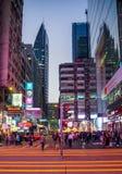 14 DEC, 2016 - Tsim Sha Tsui, Hong Kong: Gatasikt av Hong Kong berömda Nathan Road på 14 November, 2016 Arkivbild