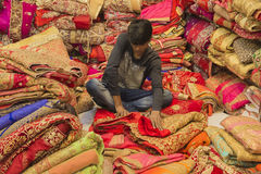 """Dec van JAIPUR, Rajasthan, India †"""", 2016: Sari Shop Indische Tradit royalty-vrije stock afbeeldingen"""