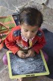 """Dec van Rajasthan, India †"""", 2016: Indische schooljongens in klasse bij lo Stock Afbeelding"""