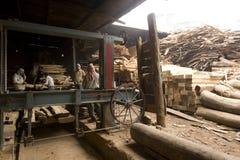 DEC VAN VARANASI, INDIA Ï ¿ ½ 7, 2015: Niet geïdentificeerde Indische Timmerlieden bij Royalty-vrije Stock Foto's