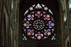 Decalque da roseta de St Vitus Cathedral em Praga fotografia de stock royalty free