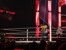 decano Ambrose del luchador coge a la superestrella John Cena de WWE con un EL Fotos de archivo
