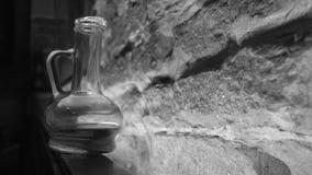Decantatore con il cognac nello stile del sottotetto Immagini Stock Libere da Diritti