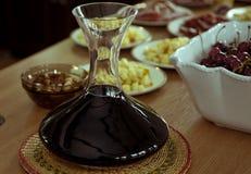 Decantatore del vino per avere un sapore Fotografie Stock