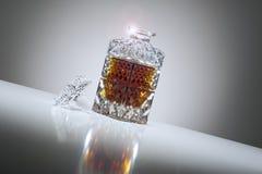 Decantatore di cristallo elegante del whisky Immagini Stock