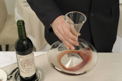 Decantering red wine Royalty Free Stock Photos