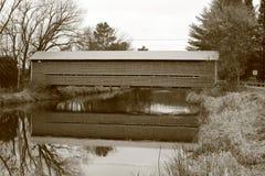 Decelles täckte bron i Brigham, Qc royaltyfri bild
