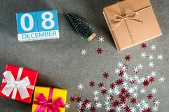8 december Beeld 8 dag van december-maand, kalender bij Kerstmis en nieuwe jaarachtergrond met giften Royalty-vrije Stock Afbeelding