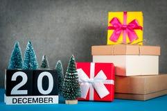 20 december Beeld 20 dag van december-maand, kalender bij Kerstmis en nieuwe jaarachtergrond met giften en weinig Stock Foto's