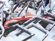 December 2009 bilar som demonteras till stycken som en formgivare, många ska motta ett andra liv, några ska gå för att återanvänd Royaltyfria Bilder