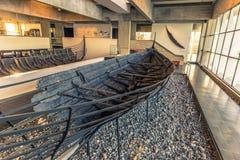 04 december, 2016: Blijft van Viking-schip binnen Viking Ship Stock Foto's