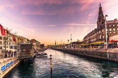 02 december, 2016: Christianborgpaleis door het water in Copenhag Stock Afbeelding