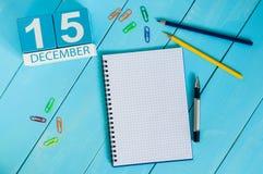 15 december Dag 15 van maand, kalender op de achtergrond van de Medische Medewerkerwerkplaats Het concept van de winter Lege ruim Stock Foto