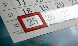 25 december en de kalenderdagen met aantallen sluiten omhoog Royalty-vrije Stock Foto's