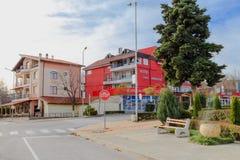 2017, December, Europa, Bulgarije, Byala - Één van de straten van de Bulgaarse stad van Byala in December Stock Afbeeldingen