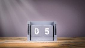 5 December houten kalender in motie stock videobeelden