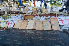 December-Januari 2013, Kiev, Ukraina: Euromaidan Maydan, Maidan detailes av barrikader och tält på den Khreshchatik gatan Arkivbilder