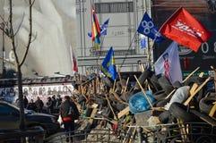 December 26, 2013 Kiev, Ukraina: Euromaidan Maydan, Maidan detailes av barrikader och tält på den Khreshchatik gatan Royaltyfri Fotografi