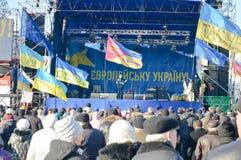 December 2013 Kiev, Ukraina: Euromaidan Maydan som möter på Maidan i Kiev, Ukraina Royaltyfri Fotografi