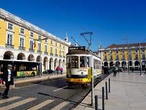 22 december, 2017, Lissabon, Portugal - traditionele die grondmetro bij het Handelsvierkant, ook als de Paleiswerf wordt bekend Stock Foto's