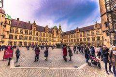 03 december, 2016: Mensen bij de binnenplaats van Kronborg-kasteel, D Royalty-vrije Stock Afbeeldingen