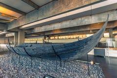 04 december, 2016: Oude longship van Viking binnen Viking Shi Stock Fotografie