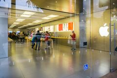 December 24, 2017 San Luis Obispo / CA / USA - People shopping at the Apple store located downtown stock photography