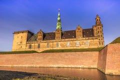 03 december, 2016: Sideview van Kronborg-kasteel in Helsingor, DE Stock Afbeeldingen