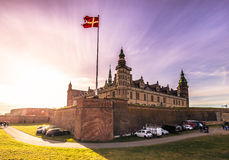 December 03, 2016: Slotten av Kronborg med solen rays, Denmar Arkivbilder