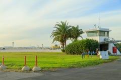 2017, 11 December, Tel Aviv, Israël - observatiepost op het gebied van Luchthaven ben-Gurion in Israël Stock Foto