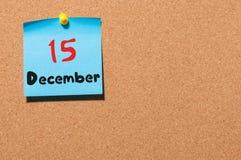 December 15th Dag 15 av månaden, kalender på korkanslagstavla vinter för blommasnowtid Tomt avstånd för text Arkivfoton