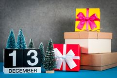December 13th Dag för bild 13 av den december månaden, kalender på jul och bakgrund för nytt år med gåvor och lite Arkivbild