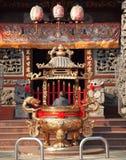 Decir los rezos por el Año Nuevo chino Fotos de archivo libres de regalías