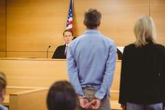 Decisione di corti aspettante criminale Fotografie Stock Libere da Diritti