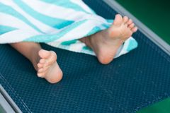 Deckchair和脚 免版税库存图片