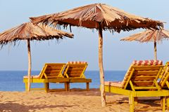 Deckchair海滩 免版税库存照片