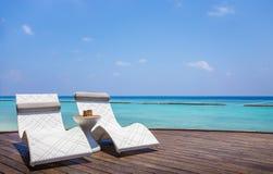 Deckchair i turkusowy ocean indyjski Obrazy Stock