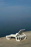 Deckchair in ochtendnevel. Royalty-vrije Stock Foto