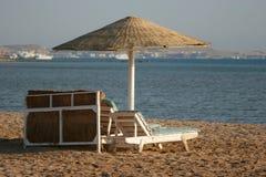Deckchair op een strand Royalty-vrije Stock Foto's