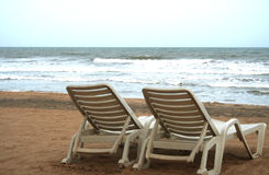 Deckchair sur un tropical photos stock