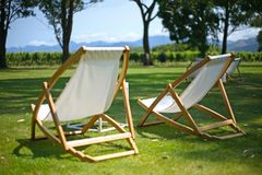Deckchairs για τη χαλάρωση στο θερινό ήλιο στοκ φωτογραφία με δικαίωμα ελεύθερης χρήσης