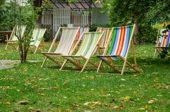 Deckchairs для релаксации Время осени Стоковое Изображение