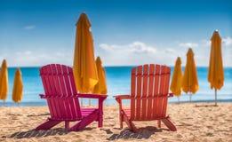 2 deckchairs на пляже Стоковые Изображения RF