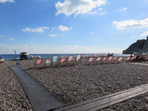 Deckchairs на пляже Стоковое Фото