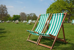 Deckchairs in Hyde Park Lizenzfreie Stockfotos