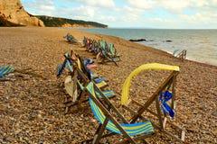 Deckchairs na praia Fotografia de Stock